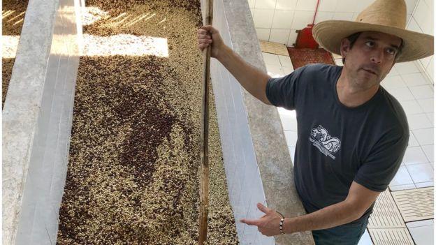 Agricultor de café Andrés Fahsan